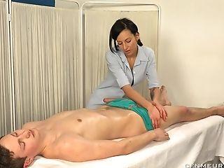 Doktora Bolestiapoteseni Wants To Please Her Horny Patient With A Fuck Stick