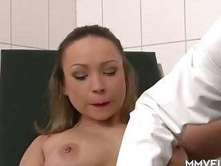 Horny Gynecologist Fucks Hook-up-appeal Patient Honey Diamond