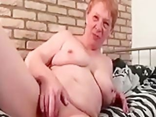 Chesty Matures Fingerblasting Her Cunt