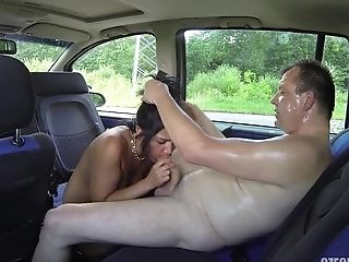 Humping A Bitch In The Car - Hot Hook-up