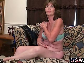 Matures Whore Senses Supreme When Her Old Beaver Gets Masturbated Well