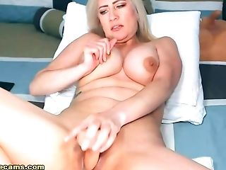 Amazing Honey And Her Sexually Lewd Spectacle Live