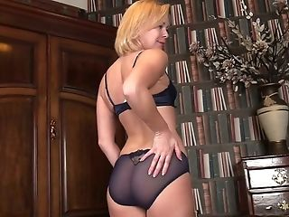 Nice Blonde Lucy Lauren Opens Her Cooch Curtains And Shows Slit Rear End Style