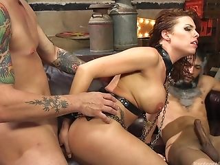 Sexy Britney Amber Loves To Sense Pleasure By Two Boners At The Same Time