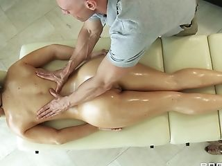 Rubdown Therapist Makes Jayden Jaymes Horny For His Stiff Dick