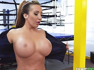 Sporty Blonde Mummy Richelle Ryan Fucks And Gulps Jizz In The Ring