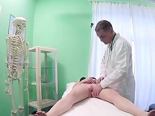 Fantastic Oral Pleasure Before Letting The Doc Inwards Her Snatch