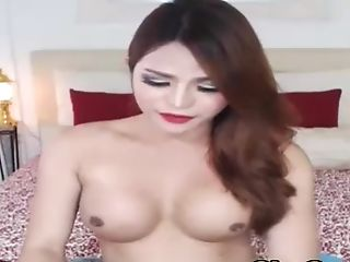 This Tranny Looks Ravishing And Jaw Ripping Off Flashing Her Naked Bod On Web Cam